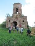 По пути богомольцы делали остановки около разрушенных храмов для совершения молебнов