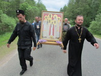 После отца Валентина паломников сопровождал иерей Вячеслав Пашкевич из Бабинович