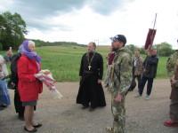 На подходе к поселку Лиозно  богомольцев встречали местные жители и священник Ростислав Стреха, который заменил иерея Вячеслава