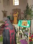 Одна из святынь крестного хода - мироточивая икона святой Царской Семьи, принадлежащая Павлу из Могилева. Участница крестного хода - схимонахиня Серафима из Крыма. Крестоходец Виктор из С-Петербурга выполнял на богослужении послушание чтеца.