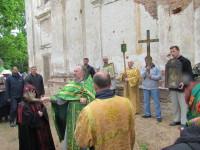 Настоятель Свято-Троицкого храма - иерей Андрей Дорощенко, возглавивший шествие крестного хода по Витебской епархии