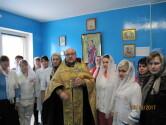 В преддверии праздника Покрова Пресвятой Богородицы протоиерей Николай Жук посетил Чериковскую районную больницу