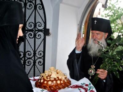 В праздник Успения Божией Матери архиепископ Софроний совершил Литургию и пресвитерскую хиротонию в Никольском монастыре